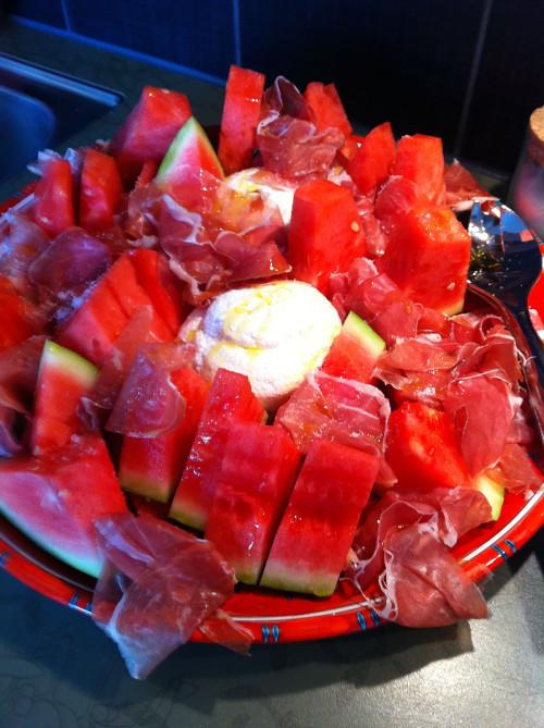Vattenmelon, lufttorkad skinka och ricotta